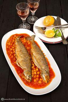 RETETE CU PASTRAV | Diva in bucatarie Romanian Food, Romanian Recipes, Fish Recipes, Seafood Recipes, Tasty, Yummy Food, Fish And Seafood, Hot Dog Buns, Keto
