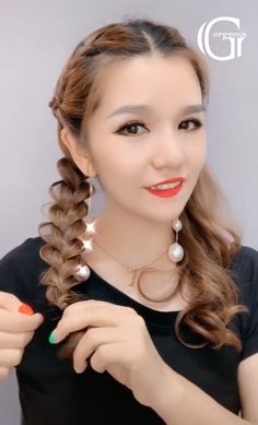 Super easy and creative hairstyle ideas worth trying! Super easy and creative hairstyle ideas worth trying! Medium Length Hairstyles, 50s Hairstyles, Easy Hairstyles For Long Hair, Creative Hairstyles, Braided Hairstyles, Hairstyle Ideas, Easy Vintage Hairstyles, Short Hair Makeup, Blonde Hair Makeup