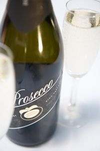 You can compare the two styles of Prosecco at Brown Brothers with French style sparkling wine alongside food matches or as a part of a wine flight hosted in the heart of the winery. Italian Drinks, French Stuff, Long Drive, Sparkling Wine, Prosecco, Brother, Bubbles, Palette, Canning