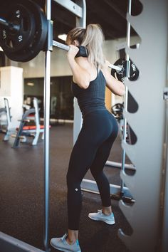Workout | Squat | Black outfit | Gym | Healthy | More on Fashionchick.nl