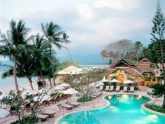 Chaweng Regent Beach Resort is one of the most visited resorts in Koh Samui. With 139 rooms, this resort in Chaweng is great for couples, family, and friends. It is a family-friendly resort with stunning views and amazing beach.
