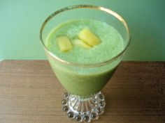 Cranberry Pineapple Green Smoothie  This yummy green smoothie is a great way to start your day with energy! #greensmoothies