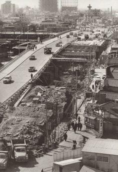 昭和スポット巡り on Twitter 昭和38年 新宿 甲州街道(現:新宿駅南口): Old Photos, Vintage Photos, Japan Landscape, Showa Era, Japan Street, Tokyo Olympics, Old Photography, Urban City, The Old Days