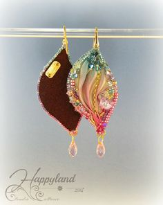 Beaded and Shibori Silk Christmas Earrings Ribbon Jewelry, Fabric Jewelry, Jewelry Crafts, Beading Techniques, Beading Tutorials, Beading Patterns, Ribbon Embroidery Tutorial, Silk Ribbon Embroidery, Embroidery Stitches
