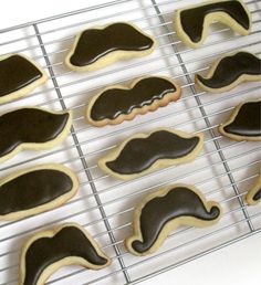 Love these 'stache cookies.