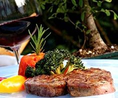 Die Weinbegleitung von Wildgerichten richtet sich immer nach der Würze des Fleisches,der Zubereitungsart und der Intensität. Peter Ladinig kann in seiner Weinbotschaft ein Lied davon singen. Weinbotschaft. Im Weinkeller wildern. - http://www.dieweinpresse.at/weinbotschaft-ladinig-wild-weinkeller/