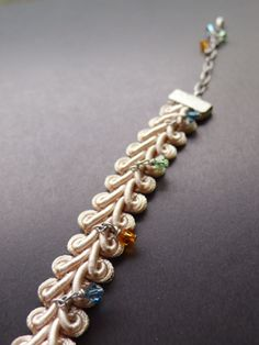 Accessories Bracelet -Beige-The Swarovski bead was attached to the string of silk and it was made the bracelet.