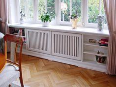 'Inpakken' van lelijke radiator Narrow Living Room, My Living Room, Living Room Interior, Diy Radiator Cover, Home Office Design, House Design, Home Radiators, Bench Decor, Home Bedroom