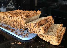 Mijn favoriet is zeker het speltbrood met zaden en pitten, maar dit is een goede afwisseling. Een brood van 100% #spelt: volkoren #speltbrood met #lijnzaad.