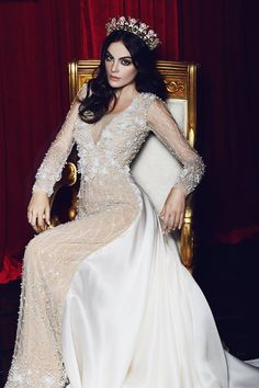 NOVIAS Ximena Navarrete portando un vestido del diseñador Mexicano Benito Santos…