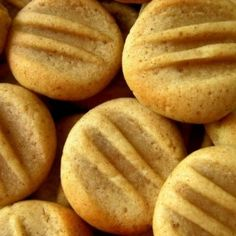 Fahéjas tallérok Cookie Desserts, Scones, Biscuits, Food And Drink, Sweets, Bread, Cookies, Advent, Crack Crackers