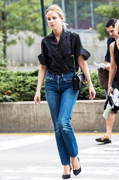 Black shirt, blue jeans, black heels, and black purse