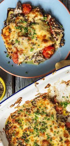 Step by Step Rezept: Linsenauflauf mit Aubergine, braunen Champignons und geriebenen Cheddar.   Veggie / Vegetarisch / 35 Minuten / Gesund / Pilze / Auflauf / Glutenfrei   #hellofreshde #veggie #auflauf #kochen #rezept #diy #vegetarisch #glutenfrei