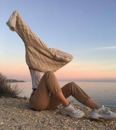 Shared by lilu. Find images and videos about style, outfit and aesthetic on We Heart It - the app to get lost in what you love. Insta Photo Ideas, Mode Vintage, Aesthetic Photo, Aesthetic Style, Retro Aesthetic, Aesthetic Fashion, Mode Inspiration, Belle Photo, Look Fashion