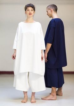 phillipa in canvas Modest Fashion, Fashion Outfits, Womens Fashion, Quoi Porter, Minimal Outfit, Couture, Linen Dresses, Minimalist Fashion, Beautiful Outfits