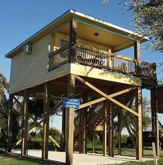Rental house in Holly Beach LA 2 beds15 baths 200
