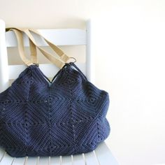 Blue granny squares tote. Free tutorial with a film.