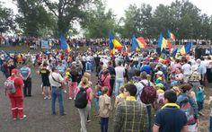 """Primul pod de flori peste Prut din ultimii 20 de ani. Românii din Basarabia, mesaj pentru Iohannis: """"Primiţi-ne acasă!"""""""