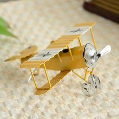 Nueva! hierro ZAKKA Retro Mini deslizándose modelo de avión 3 unids/lote foto Props juguetes colgante de época antigua regalos y artesanías(China (Mainland))