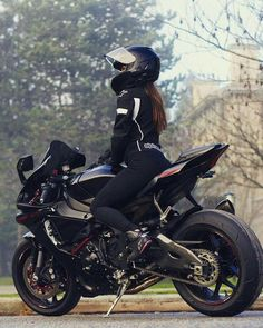 ________________________________________________ One of the Hottest Biker chick in insta. CHECK her page for more cool pictures. Motocross, Motorbike Girl, Motorcycle Style, Classic Motorcycle, Women Motorcycle, Trail Motorcycle, Motorcycle Quotes, Lady Biker, Biker Girl