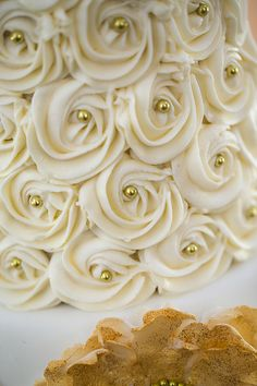 ivory and gold rosette cake - Cupcakes Bolo Artificial, 50th Wedding Anniversary Cakes, Golden Anniversary Cake, Floral Wedding Cakes, Wedding Sheet Cakes, Bling Wedding, Wedding Flowers, Rosette Cake, Buttercream Wedding Cake
