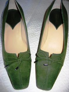 EASY SPIRIT OLIVE GREEN SUEDE SHOES!