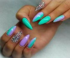 I love these lavendar and mint ombre #stilletos with crystal accent nails