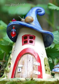Foto-Galerie Fairy Garden Furniture, Fairy Garden Houses, Clay Projects, Projects To Try, Clay Houses, Hand Built Pottery, Garden Deco, Gnome House, Paper Clay