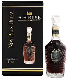 Die Destillerie A.H. Riise liegt auf der St. Thomas Insel, eine amerikanische Jungferninsel in der Karibik. Bevor diese Insel ein amerikanisches Hoheitsgebiet wurde, war sie eine dänische Kolonie. Der Apotheker Albert Heinrich durfte um die 1840er Jahre nicht nur eine Apotheke eröffnen, sondern auch Alkohol herstellen. Für die Herstellung des A.H. Riise Non Plus Ultra Very Rare Rum Limited Edition werden nur die besten und ältesten Rums aus dem Bestand von A.H. Riise verwendet. Der Master…