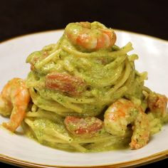 Spaghetti with courgette pesto, prawns and cherry tomatoes - Ricette di San Valentino - Meat Recipes Cucumber Recipes, Salmon Recipes, Lunch Recipes, Meat Recipes, Healthy Dinner Recipes, Cooking Recipes, Cooking Blogs, Cooking Games, Comida Siciliana