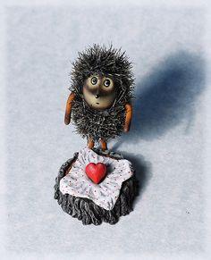 Hedgehog in love Hedgehog Art, Cute Hedgehog, Baby Animal Drawings, Funny Monsters, Cute Good Morning, Stone Crafts, Marker Art, Love Symbols, Whimsical Art