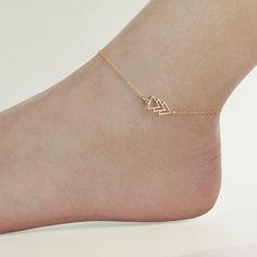 Rose gold filled anklet with arrow triangle charm, boho tribal ankle bracelet, minimalist anklet, delicate dainty foot jewelery - Stylish Jewelry, Cute Jewelry, Fashion Jewelry, Ring Rosegold, Cute Anklets, Anklet Designs, Ankle Jewelry, Accesorios Casual, Anklet Bracelet