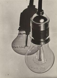 Hans Finsler, Osram lightbulb, 1928. Silver gelatin print. For the book Licht und Beleuchtung / Light and lighting, Deutscher Werkbund. Kunstmuseum Moritzburg Halle.