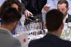 BASILISCO TASTING #WineLoversClub club.royalpaestum.it #basilicatabellascoperta Che sia terra di grandi vini già lo sapevamo ma, ciò non toglie che l'#aglianicodelvulture sia davvero un'eccellenza tutta lucana. Una verticale al nobile vino di Basilicata (Dal 2005 al 2010, 4 annate a confronto.) ed un vino a #paragone Serpico 2008 Feudi di San Gregorio. Un progetto firmato @royalpaestum e @paribiosteria