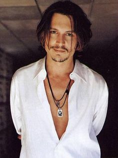 "Johnny Depp. That smile in the eyes and lips. Could eat him !""Durante mucho tiempo traté de manejar una honestidad y la franqueza de mi vida personal, porque soy humano y yo soy normal-bueno, semi-normal."""
