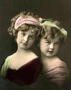 twee zusjes.