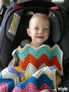 Chevron car seat blanket :: Free Crochet Pattern :: Adorable + Perfect this time of year.
