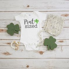 St Patrick/'s Day Luck of the Irish un cadeau idéal!!! Baby Bandana Dribble Bib