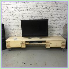 tv stand Low pallet furniture-#tv #stand #Low #pallet #furniture Please Click Link To Find More Reference,,, ENJOY!! Tv Stand Furniture, Pallet Furniture, Furniture Projects, Palette Tv, Copper Kitchen Faucets, Eames Dining Chair, Dining Room, Patio Dining, Tv Stand Plans