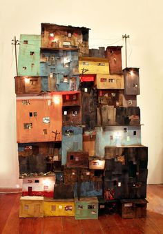 Tracey Snelling's Latest Sculptural Installation Addresses Poverty Oakland based artist Tracey Snelling, featured in Hi-Fructose Vol. creates detailed dioramas and installations of urban landscapes. Ranging from miniature to large scale pieces, her ins Cardboard City, Cardboard Sculpture, Cardboard Crafts, Sculpture Art, Cardboard Houses, Karton Design, Instalation Art, Art Installation, Miniature Houses
