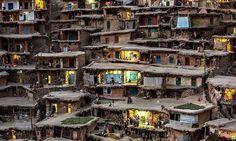 Vias de trânsito no telhado? Na encosta da montanha de Alborz, no Irã, as residências se organizam dessa forma.
