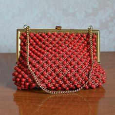 Pochette - borsa crochet perle rosse vintage anni 70 - un prodotto unico di soffiablabla su DaWanda