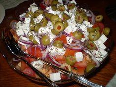 Kotikokki.netin nimimerkki Muarin herkkusalaattiin tulee niin melonia, fetaa, oliiveja ja kaikkea muuta ihanaa.
