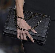 Victoria Beckham, clutch nera maxi