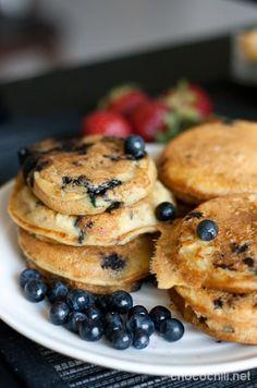 mustikkapannukakut on Chocochili Blueberry Pancakes, Vegan Blueberry, Candy Cakes, Raw Food Recipes, Vegan Food, Mediterranean Recipes, Sweet Treats, Good Food, Food And Drink