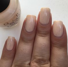 Petite pose du vernis OPI, Sweet Heart 💅🏽 pour cette petite semaine.  #nail #nails #onglescourts #ongles #ongle #polish #nailpolish #lauriane #lauriane_nails #vernis #naturel #natural #opi #opisweetheart #pink #rose