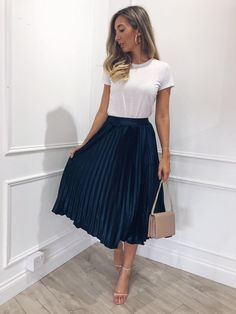43 Chic Spring Work Outfits Ideas For Women With Short Skirt.- 43 Chic Spring Work Outfits Ideas For Women With Short Skirt 2019 Gorgeous 43 Chic Spring Work Outfits Ideas For Women With Short Skirt 2019 - Casual Work Outfits, Winter Outfits For Work, Professional Outfits, Winter Fashion Outfits, Work Fashion, Spring Outfits, Summer Outfits For Work, Fashion Ideas, Summer Work Clothes