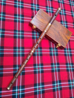 "Professional Irish D Flute Rosewood Natural Finish + Wooden Hard Case/D Flute Brand New:- Traditional Irish D Flute Rosewood Natural Finish 4 Adjustable Pieces. Top Head with Tuning Slide and Cork Joint with Wooden Hard Case. Size:- 26"" Inchs #IrishDflute"