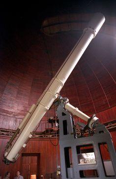 Image from https://upload.wikimedia.org/wikipedia/commons/0/03/Telescope.jpg.