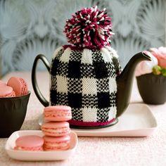 Un cache-théière en laine tricotée